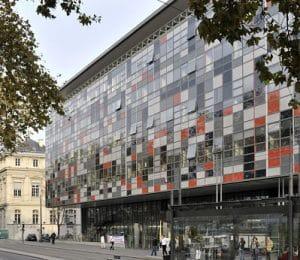 La façade du centre hospitalier Saint Joseph Saint Luc