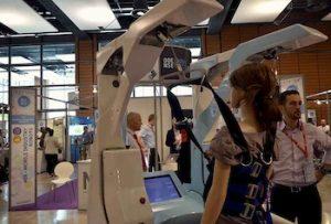 Un robot dans les salons Innorobo