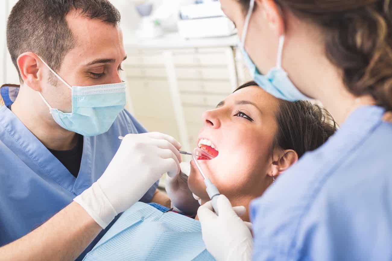 Le modèle des centres dentaires low cost remis en cause