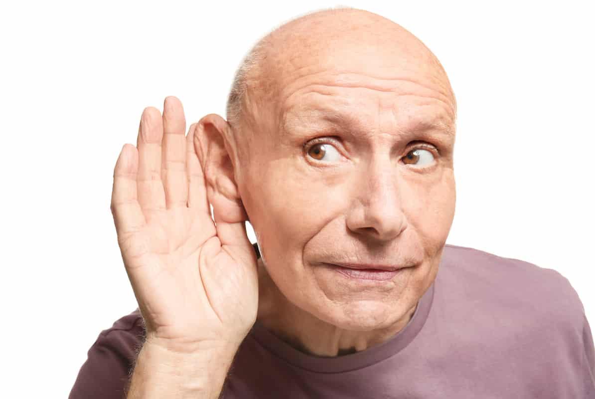 Longtemps supportable, la presbyacousie peut devenir clairement handicapante chez les seniors.