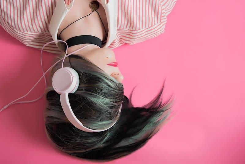 Casques audio, écouteurs… quand écouter rime avec danger