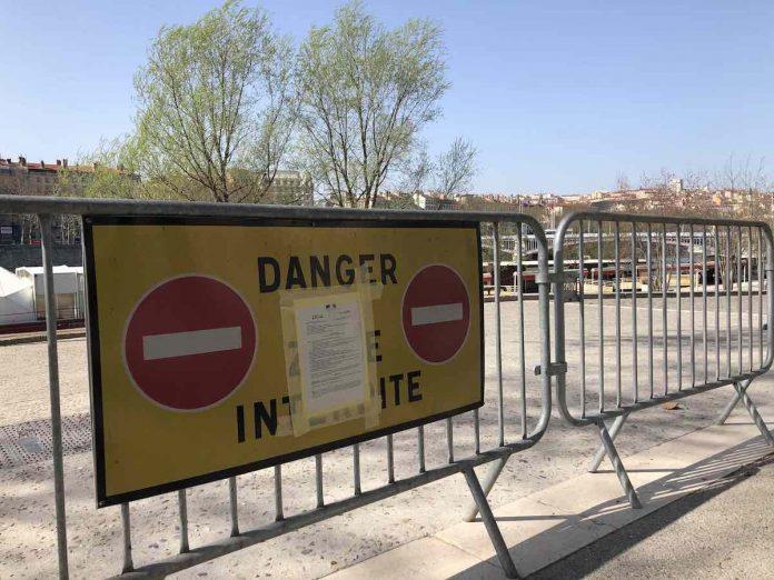 Confinement lié au coronavirus. Les berges du Rhône fermées.