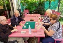 Séniors : le jeu de société et ses atouts thérapeutiques