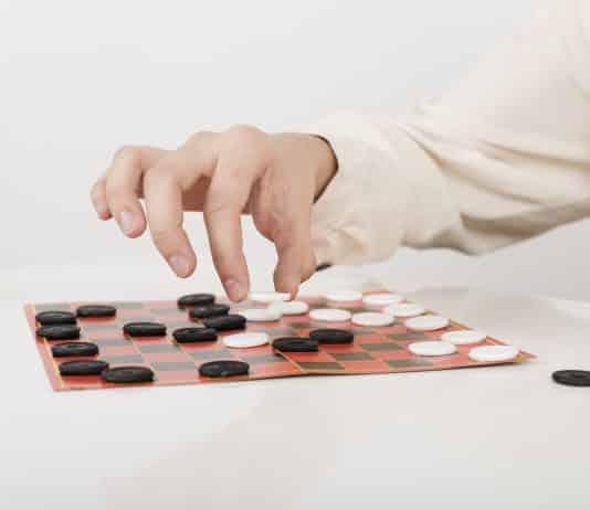 Jeux de sociétés : et si jouer aidait la santé cognitive ? © Freepik