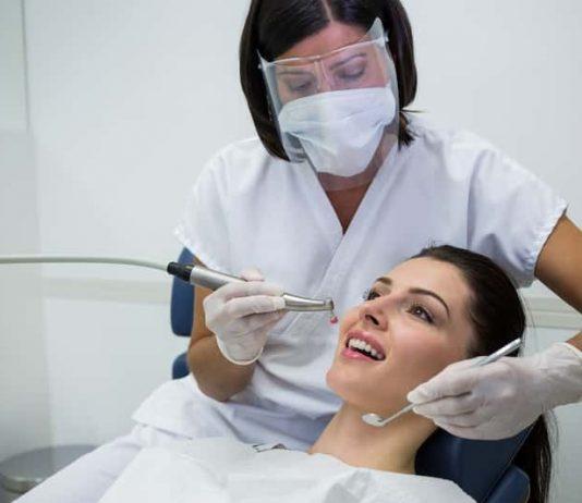 Pour faire face à la crise sanitaire, plusieurs actions ont été mises en place par l'URPS des chrirugiens-dentistes d'Auvergne-Rhône-Alpes pour continuer à soigner les patients.