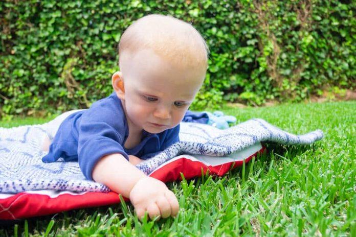 Les bienfaits d'une vie en plein air pour les bébés.