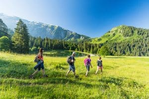 Les bienfaits de la marche en montagne.