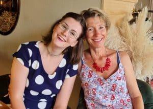 Clémence, diagnostiquée TDA/H, avec sa mère Claudine.