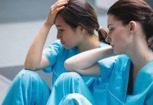 Dans les couloirs des hôpitaux français, les soignants ont de plus en plus de mal à cacher leur mal-être.